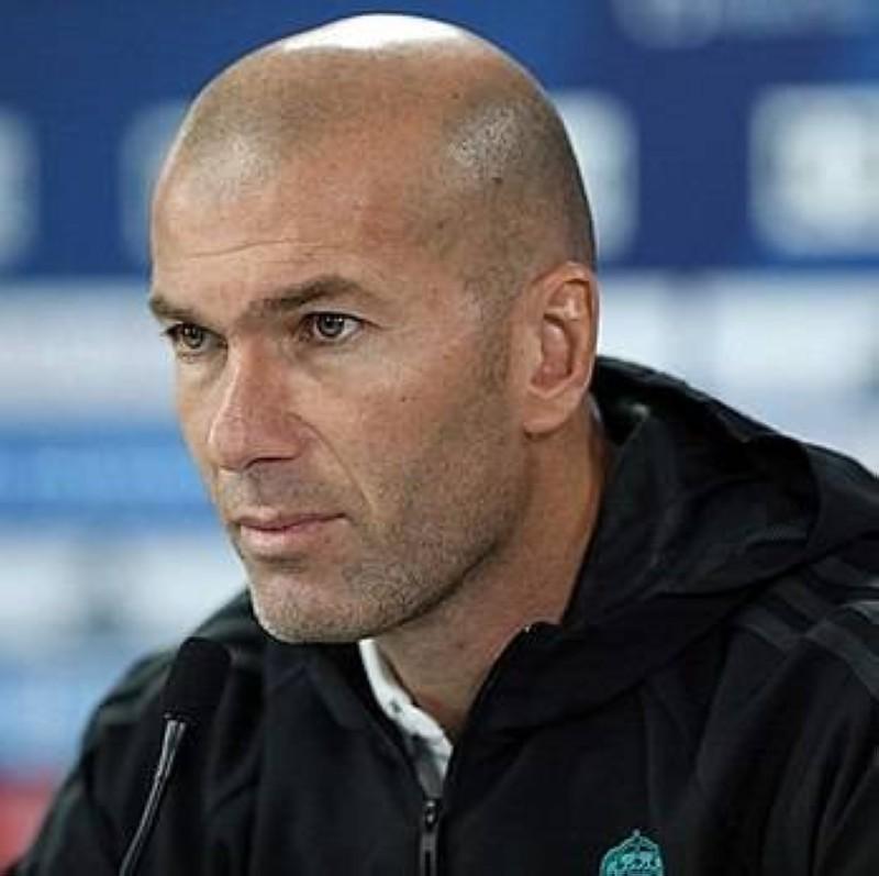 Zinedine Zidane fait parler son coeur pour lutter contre le Covid-19 en Algérie. (DR)