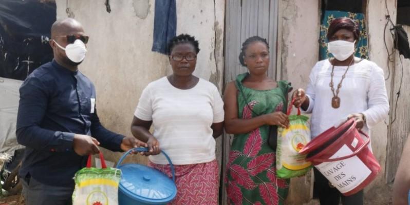 Des veuves du quartier Akelié-Locodjro d'Attécoubé toutes heureuses pour ce geste. (BAVANE)