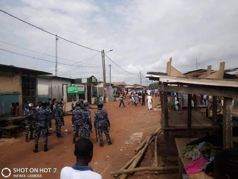 Population de Sikensi s'est heurtée ce matin à la Police déployée pour empêcher la célébration du Dipri.
