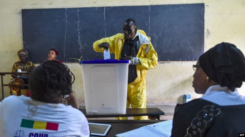 Un bureau de vote dans la capitale malienne, au cours des élections passées. (Dr)