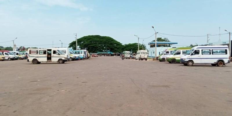 A l'image de tous ces véhicules à l'arrêt, ce sont les activités des chauffeurs et apprentis qui sont en berne. (DR)
