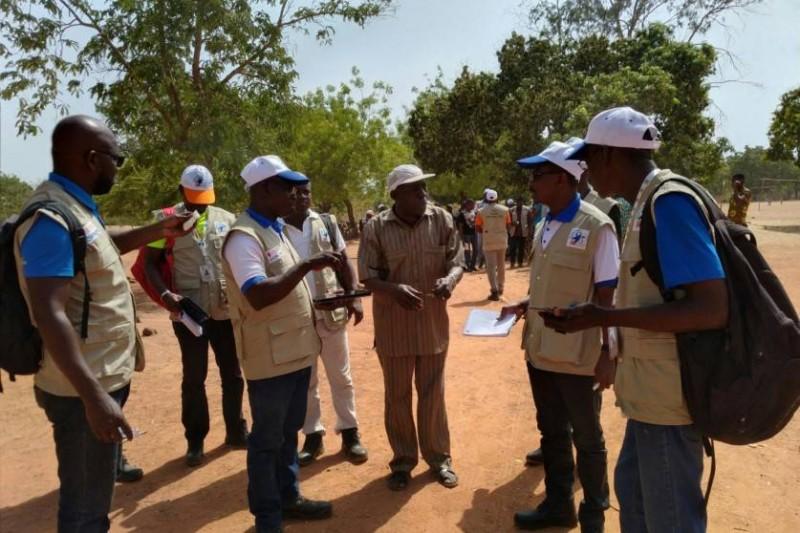 Par petits groupes, les enquêteurs ont scruté les différents sites pour identifier les facteurs environnementaux et sociaux et collecter des données en vue de la faisabilité du projet. (DR)