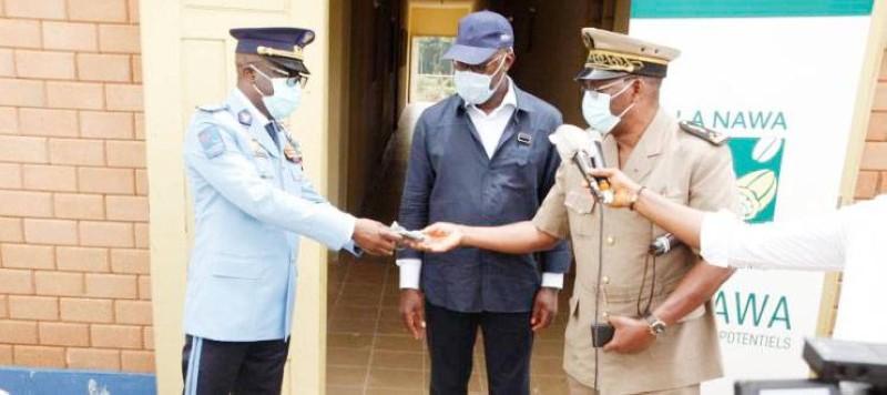 Le président du Conseil régional de la Nawa Alain Donwahi n'a pas oublié les forces de l'ordre dans sa volonté de lutter contre la pandémie. (DR)