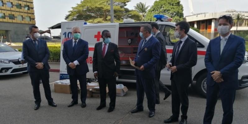 Le ministre Aka Aouélé a, au nom du gouvernement, remercié les entreprises françaises pour cet important don. (DR)