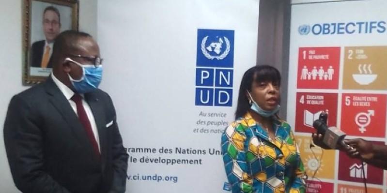 La représentante résidente du PNUD à Abidjan, Carol Flore-Smereczniak, à droite. (Dr)