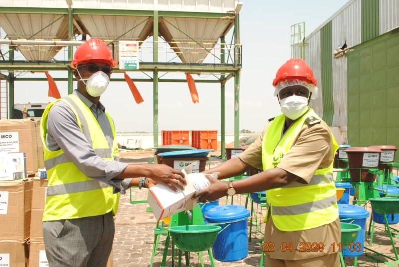 Le préfet de la région du Tchologo a réceptionné les dons (DR)