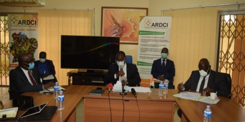 Le ministre de la Santé et de l'Hygiène publique, Dr Eugène Aka Aouélé, a entretenu les membres de l'Ardci sur le plan de riposte du gouvernement contre le Covid-19. (DR)