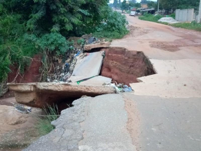 Un pont en pleine dégradation. Un véritable danger pour tous ceux qui empruntent cette voie.