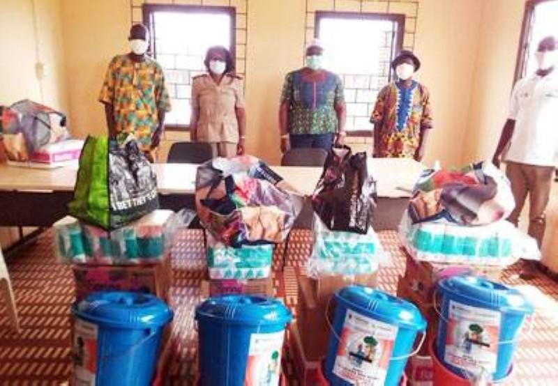 Le ministère de l'Assainissement et de la Salubrité a offert des kits de lavage des mains aux populations de la sous-préfecture de Danguira dans le département d'Alépé. (DR)