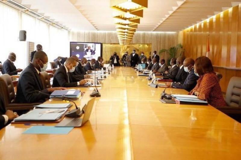 Le Conseil des Ministres présidé par le Président de la République Alassane OUATTARA.