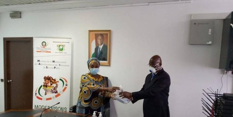 Chaque directeur a reçu un kit sanitaire des mains de la ministre raymonde Goudou Coffie