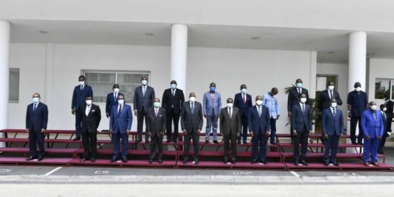 Le Premier ministre Amadou Gon Coulibaly, le patronat et les syndicats ont posé pour la postérité. (DR)