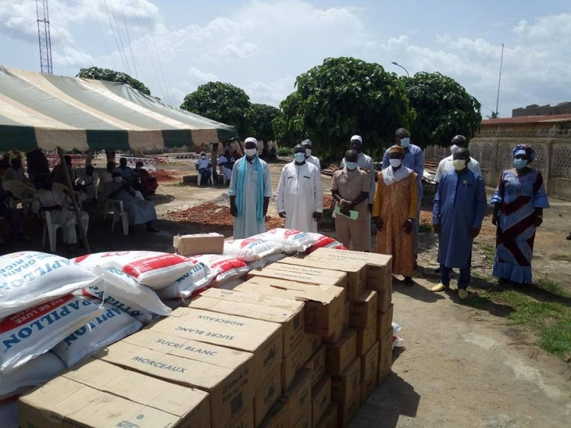Le conseil régional avec à sa tête Dimba N'Gou Pierre vient d'offrir 10 tonnes de sucre et 10 tonnes de riz à la communauté musulmane (DR)