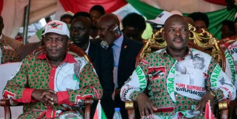 Le président sortant Pierre Nkurunziza assis à côté du candidat à la présidentielle du parti au pouvoir, Evariste Ndayishimiye.(DR)