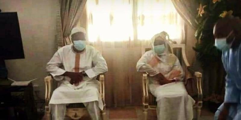 Le couple Mabri au domicile du défunt. (DR)