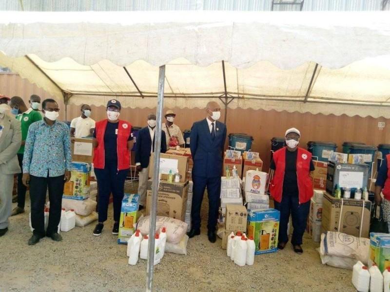 Ces dons constituent le début d'une série qui devrait, selon la Croix-Rouge, toucher l'intérieur du pays. (DR)