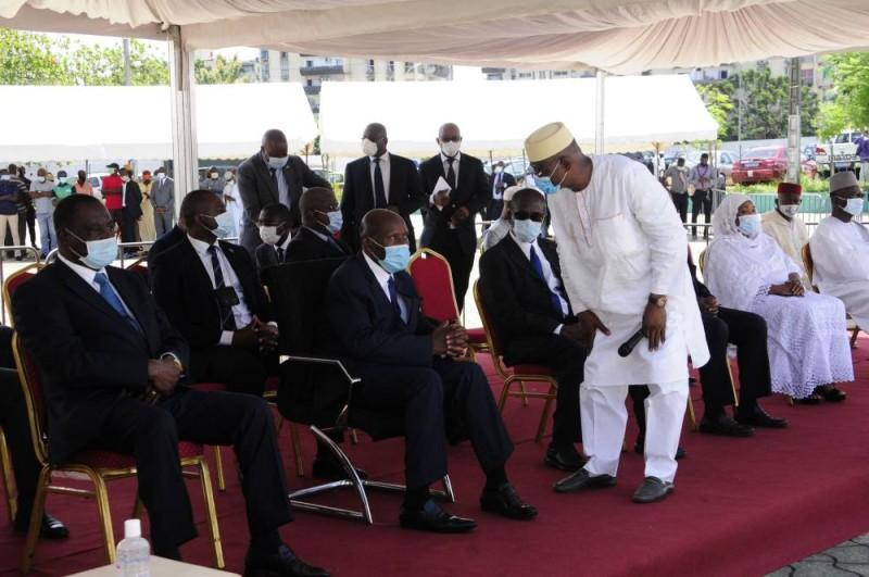 Le vice-Président Daniel Kablan Duncan a présenté ses condoléances à la famille du défunt Boikary Fofana. (Sercom)