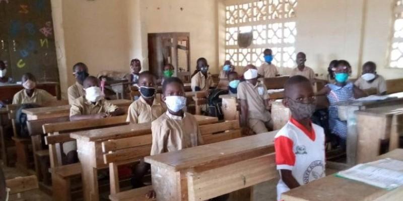 Des élèves suivant attentivement le cours dispensé par le maitre. (Dr)