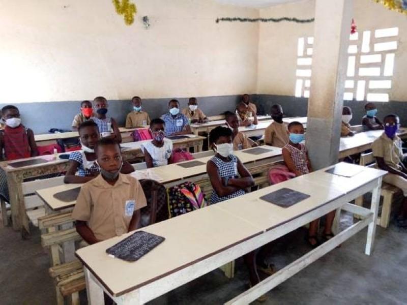 Distanciation physique et port de cache-nez sont de rigueur dans les établissements scolaires d'Abidjan pour cette reprise. (DR)