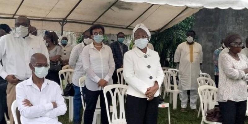Les médecins ont prié le lundi sur le lieu de l'accident à Angré. (Edouard Koudou)