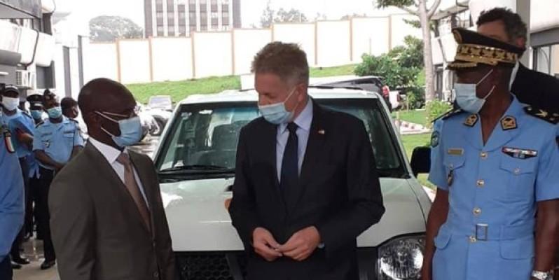 Le ministre de la sécurité et de la protection civile (à gauche), Vagondo Diomande. (DR)
