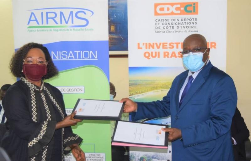 Mme Colette Koné (Dg de l'Airms) et M. Lassina Fofana (Dg de la Cdc-Ci) lors de la signature de partenariat, le 27 mai 2020.