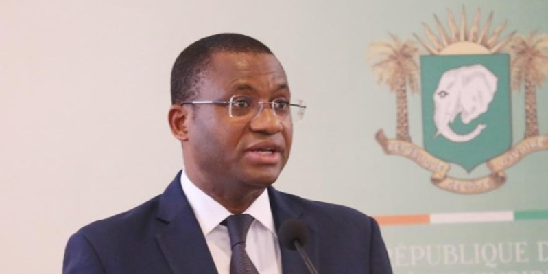Le ministre Sidi Touré, porte-parole du gouvernement, au cours du point de presse. (Dr)