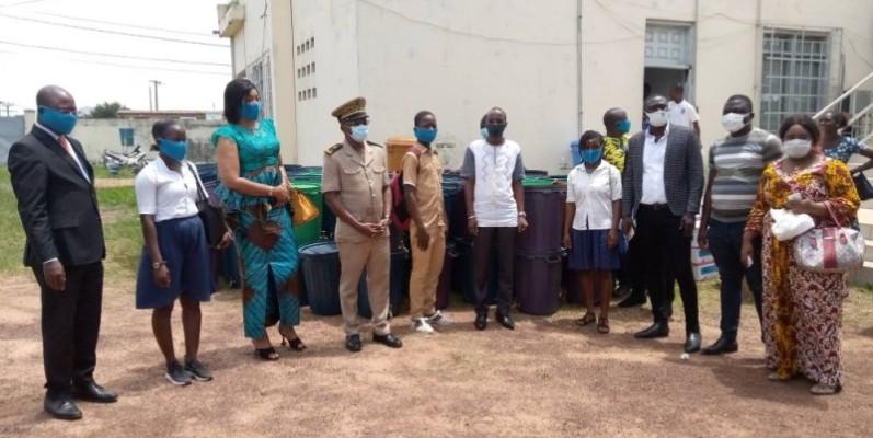 Les dons ont été réceptionnés par le préfet de la région du Guemon. (DR)