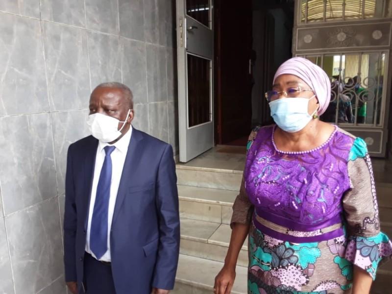 Le ministre de l'Intégration africaine et des Ivoiriens de l'extérieur, Albert Flindé et la Représentante spéciale de l'Union africaine, Joséphine Charlotte Mayuma Kala, lors de la visite de prise de contact.