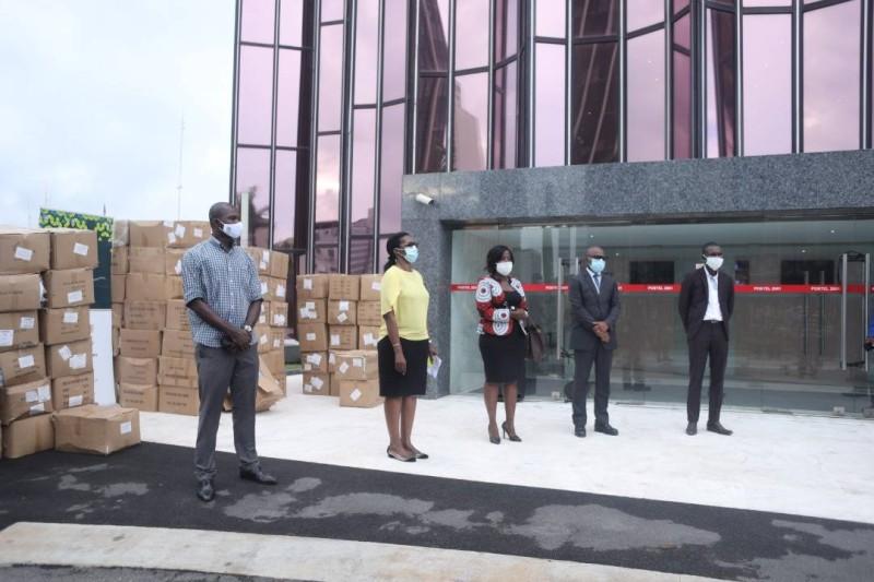 La remise des masques, aux acteurs du transport, à Abidjan-Plateau