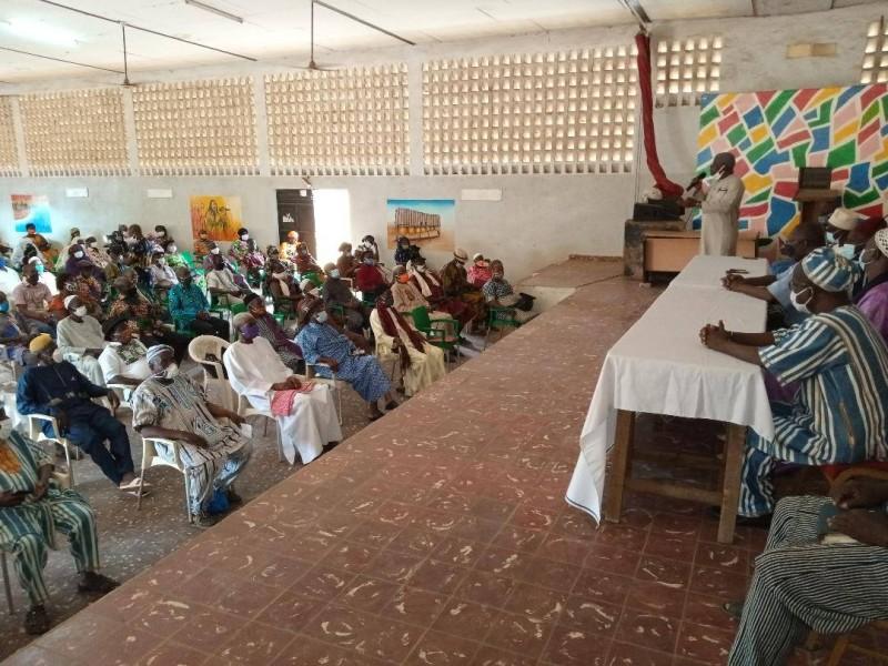 Dr Paul Dakuyo, délégué communal du Rhdp de Bouaké-Belleville, face aux chefs de communauté.