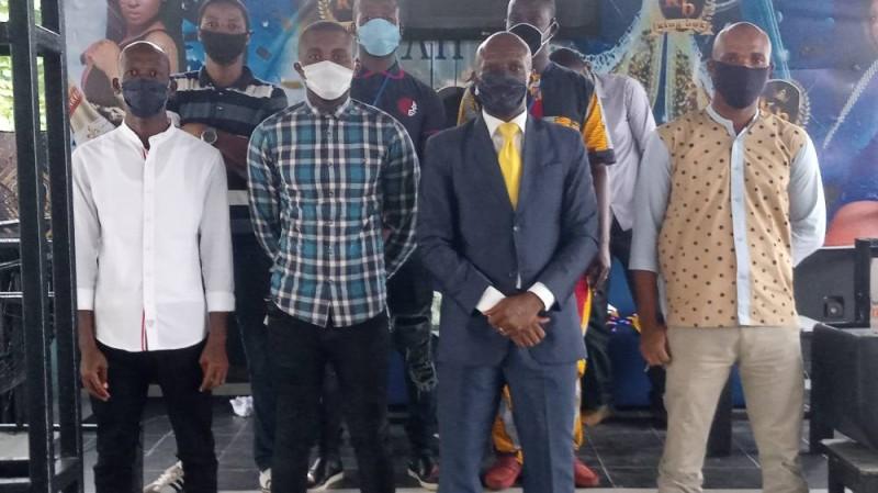 Le président (en chemise carrelée) et son bureau entendent fédérer les acteurs de la commune et défendre leurs intérêts.