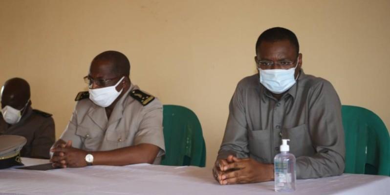Le ministre Sidi Touré (à droite) a apporté son soutien aux restauratrices de Béoumi et Sakassou. (DR)