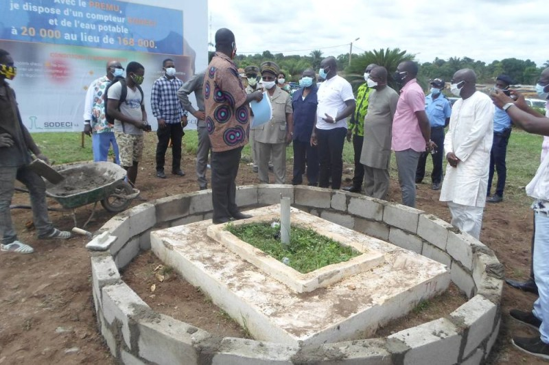 Sidi Touré sur le chantier de construction de la stèle à Béoumi. (DR)