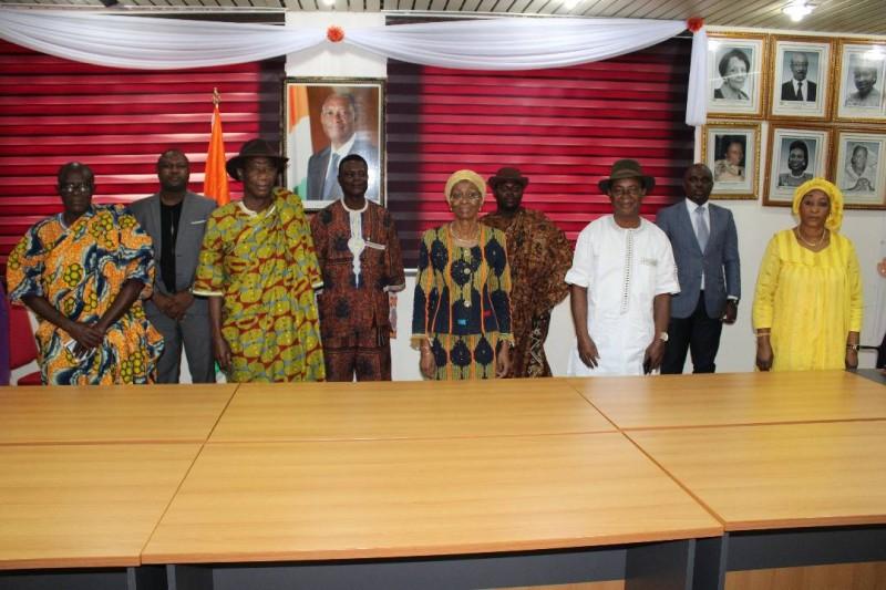 Le Chef du village de Elokato, Nanan Djoro Djoman Moïse  reçu  par la ministre de la Femme, de la Famille et de l'Enfant, Bakayoko-Ly Ramata