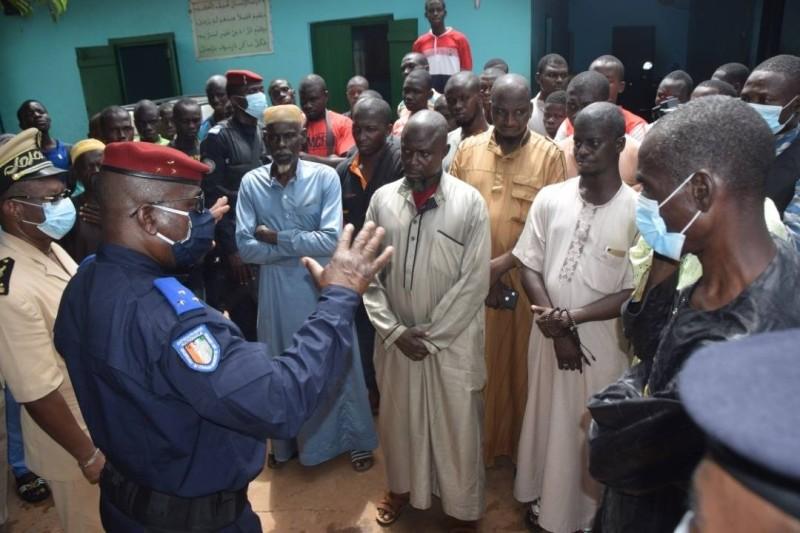 Le général Alexandre Apalo Touré a échangé avec la population après le conflit. (Gendarmerie)