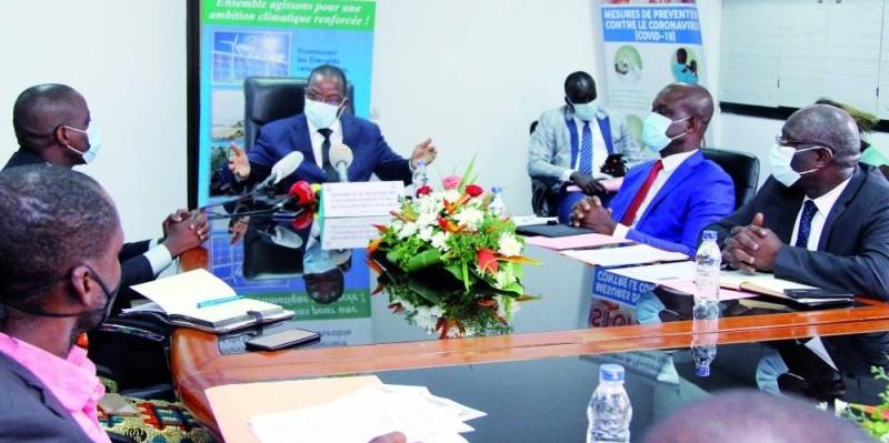 Le ministre de l'Environnement et du Développement durable, Pr Joseph Séka Séka (au micro), a animé une conférence de presse lançant l'édition 2020 de la quinzaine. (Photo : Dadié Véronique)