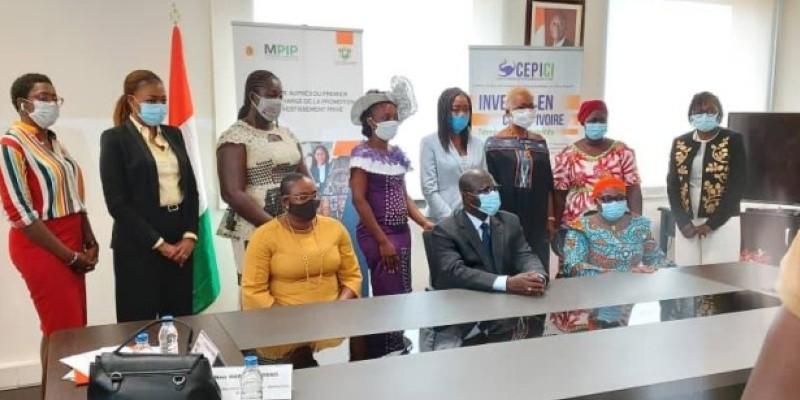 Emmanuel Essis (au centre) a réitéré l'engagement du gouvernement à remettre les femmes au travail après le Covid-19. (Dr)