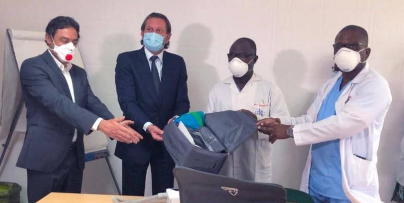 Le don a été réceptionné par le Pr Serge Paul Eholié et le Pr Boua Narcisse. (DR)