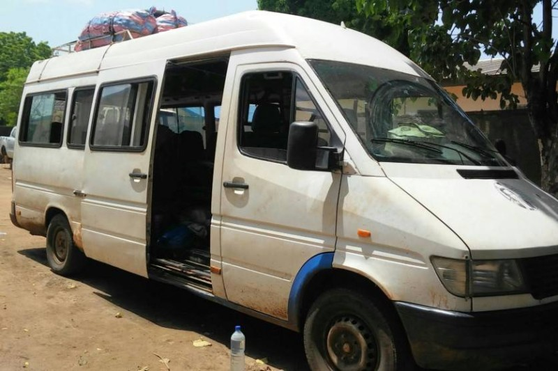 Une vue du véhicule transportant des passagers en provenance du Burkina Faso. (AIP)