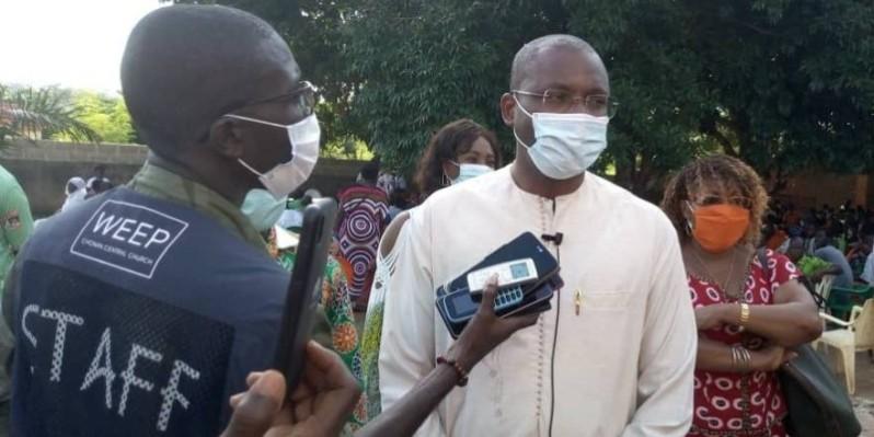 Le ministre Sidi Touré (en blanc) a célébré les femmes de Sakassou et de Béoumi. (DR)