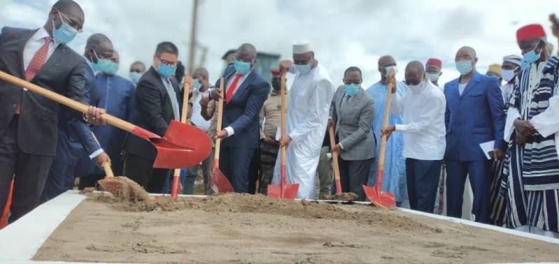 Le ministre Amedé Kouakou a procédé au lancement des travaux de bitumage en présence des membres du gouvernement. (Dr)