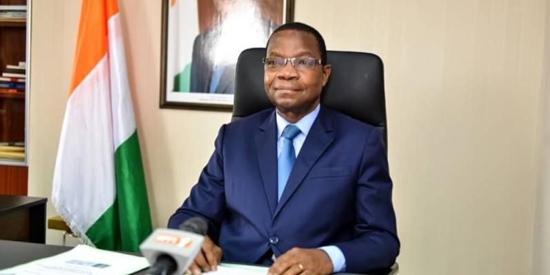 Le ministre de l'Environnement et du Développement durable, le Pr Joseph Séka Séka, a lu la déclaration du gouvernement. (Dr)