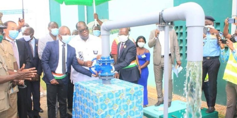 Le ministre de l'Hydraulique, Laurent Tchagba, a procédé à la mise en service de l'ouvrage, ce samedi, en présence de plusieurs autorités locales. (Dr)