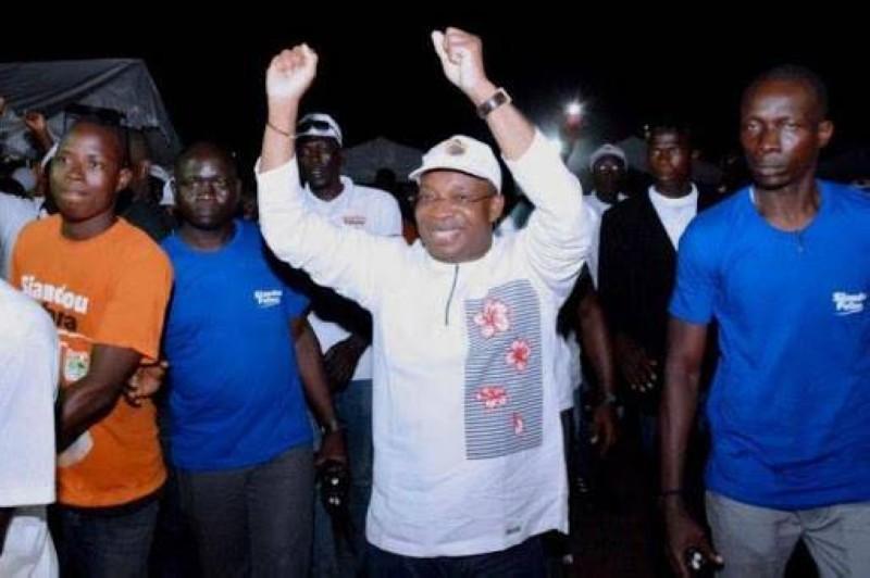 Le coordonnateur régional du Rhdp à Port-Bouët, Siandou Fofana fait la mobilisation des militants et sympathisants de son parti. (DR)