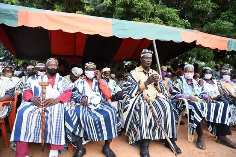 Le chef de canton Seu Jean de Logoualé (au centre), porte-parole des chefs de Logoualé lors de la tournée du ministre Sidiki Konaté. (Dr)