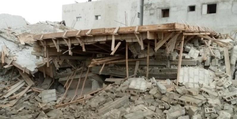Les décombres de l'immeuble après l'incident. (Edouard Koudou)