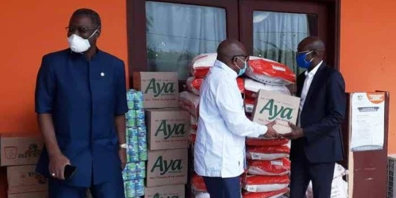 Le district d'Abidjan a offert des vivres aux sinistrés du drame d'Anyama. (Dr)