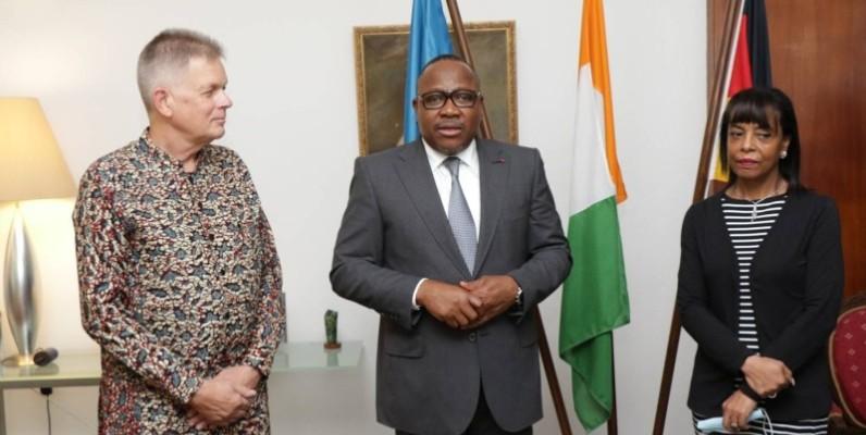 Ibrahime Coulibaly-Kuibiert, président de la Cei (au centre), en compagnie de l'Ambassadeur de l'Allemagne en Côte d'Ivoire. (Dr)