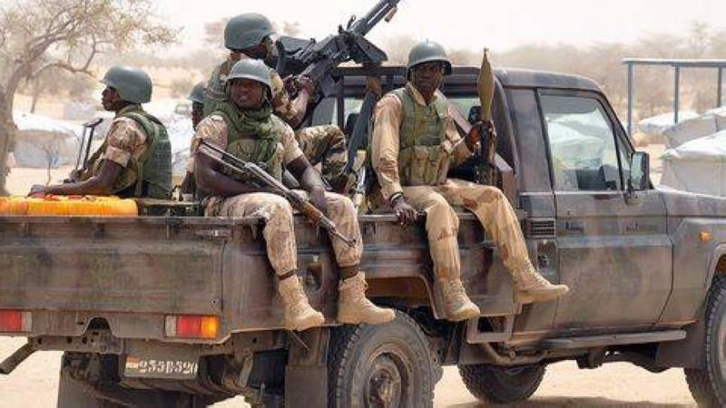 Des soldats nigériens en patrouille entre Diffa et Bosse, dans le sud-est du Niger. (Dr)